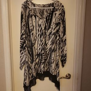 Like New Black and White Blouse